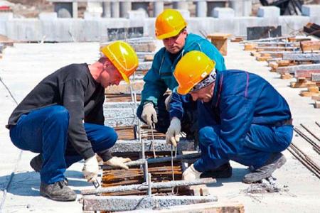 Рабочие на стройке и ремонт