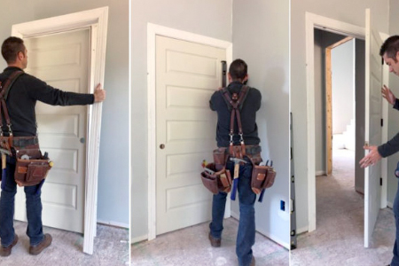 Muncitori la montarea ușilor de interior